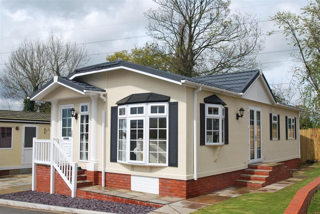 2 Bedrooms Park Home Mobile Home for sale in Chester Park Homes, Chester Road, Dunham On The Hill