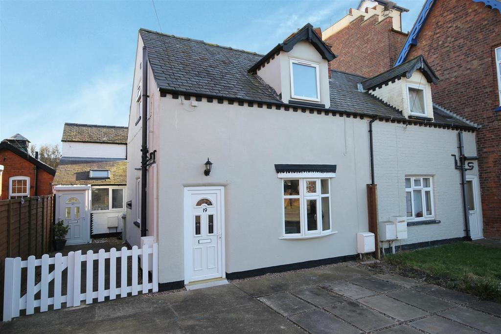 2 Bedrooms Semi Detached House for sale in 19 Admiralty Road, Mablethorpe