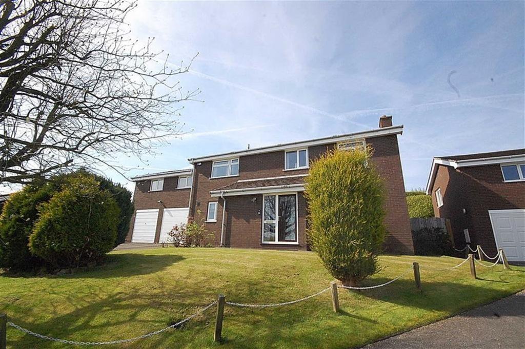 5 Bedrooms Detached House for sale in Almondbury Close, Almondbury, Huddersfield, HD5