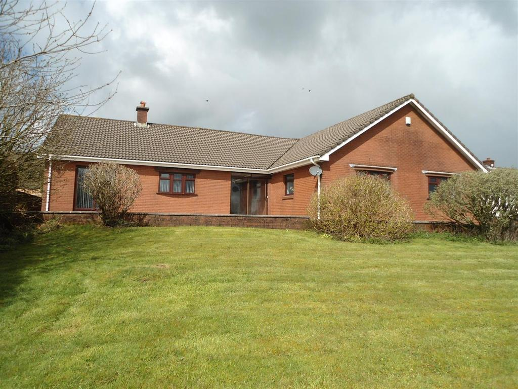 4 Bedrooms Bungalow for sale in Johns Terrace, Carmel, Llanelli