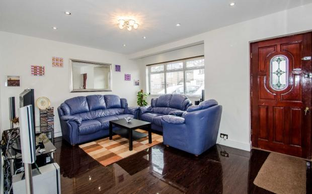 2 Bedrooms Maisonette Flat for sale in Ivy Close, Harrow, HA2