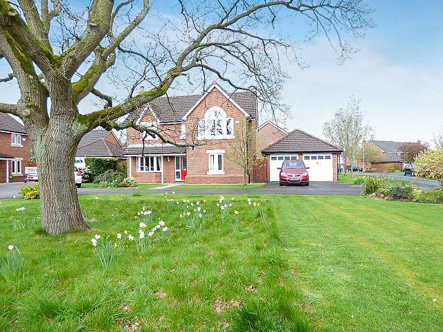 4 Bedrooms Detached House for sale in Pendle Gardens, Culcheth, Warrington
