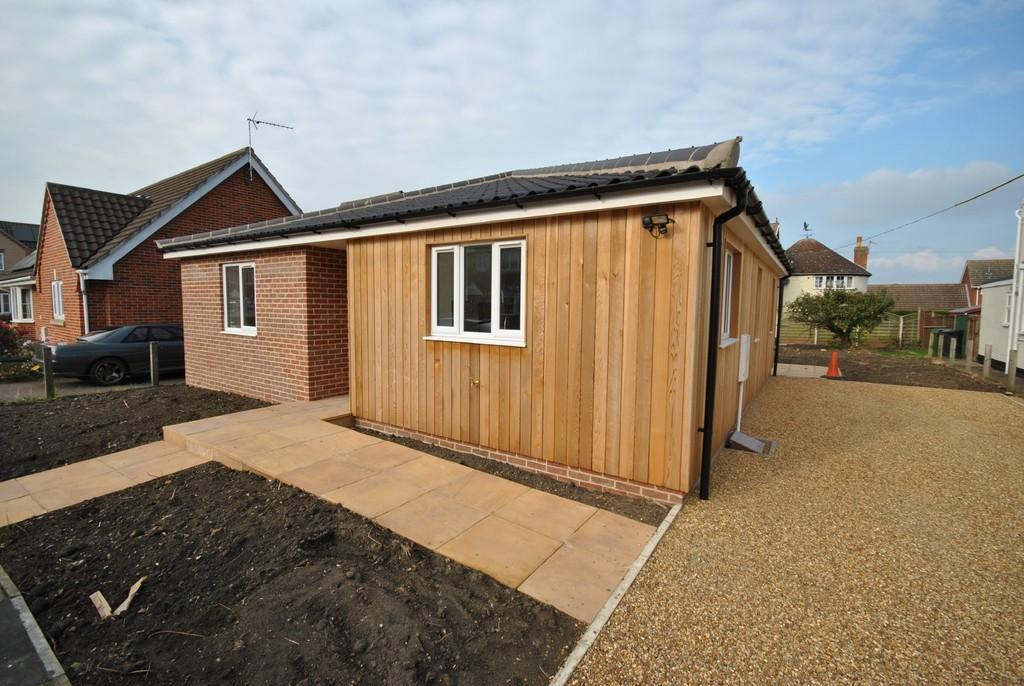 2 Bedrooms Detached Bungalow for sale in Roydon, Norfolk