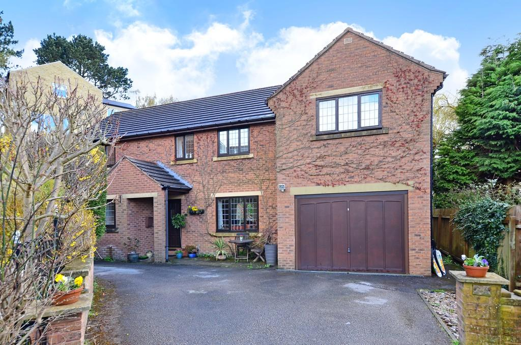 4 Bedrooms Detached House for sale in Meadow House Drive, Fulwood