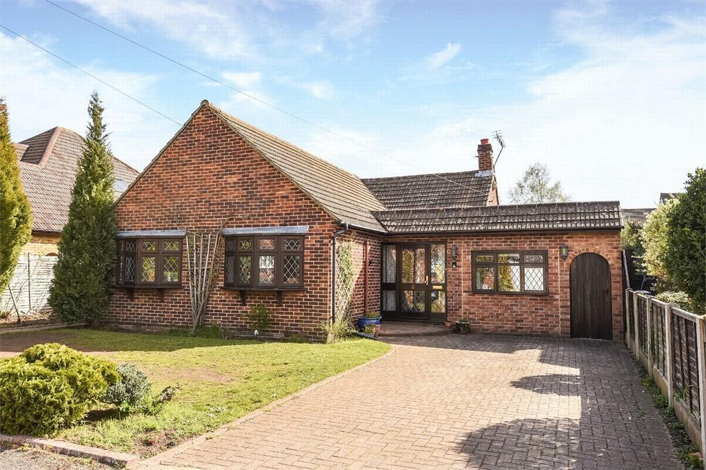 4 Bedrooms Detached Bungalow for sale in West End, Woking, Surrey