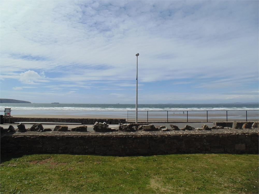 2 Bedrooms Flat for sale in Enfield Road, Broad Haven, Haverfordwest, Pembrokeshire