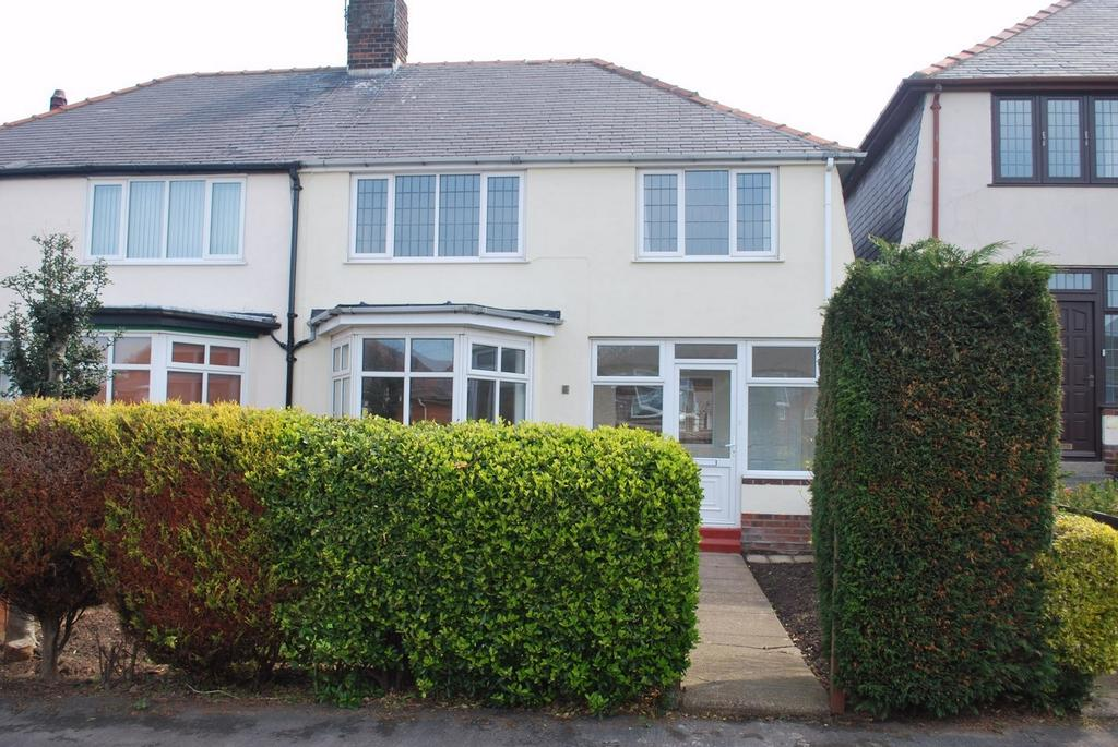 3 Bedrooms Semi Detached House for sale in Westfield Rise, WITHERNSEA, East Riding of Yorkshire