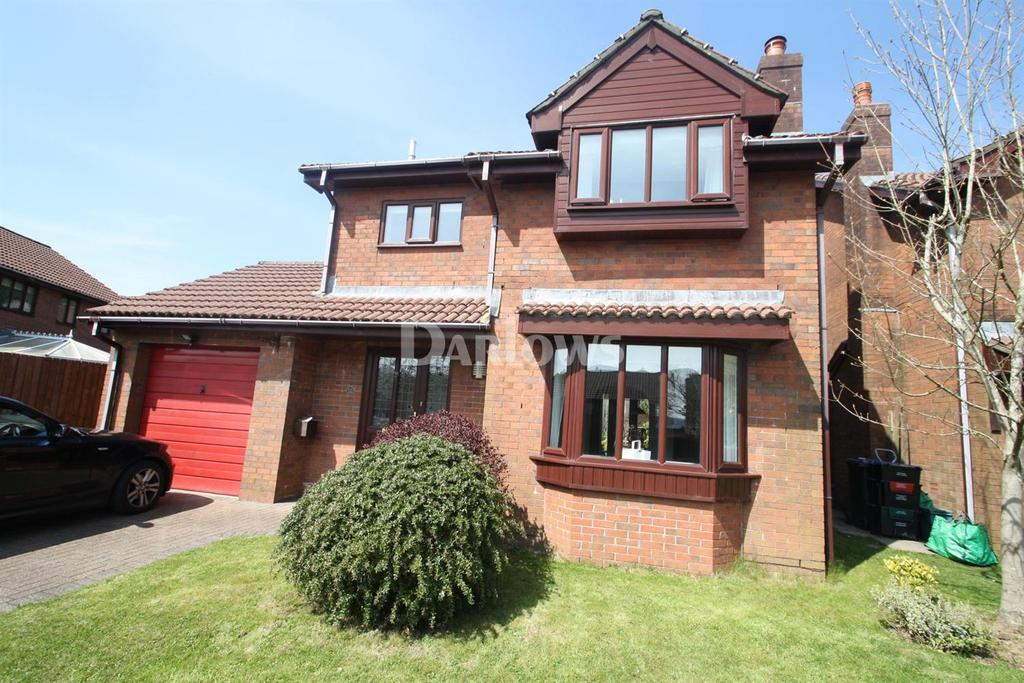 3 Bedrooms Detached House for sale in St James Park, Tredegar, Gwent