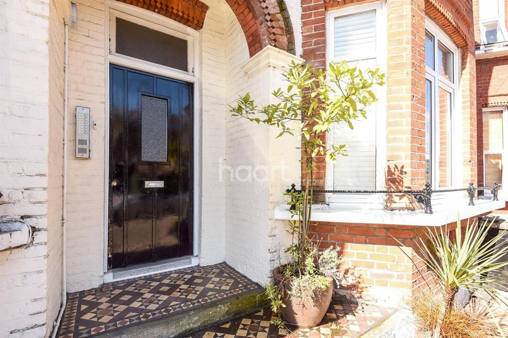 1 Bedroom Flat for sale in Longley Road