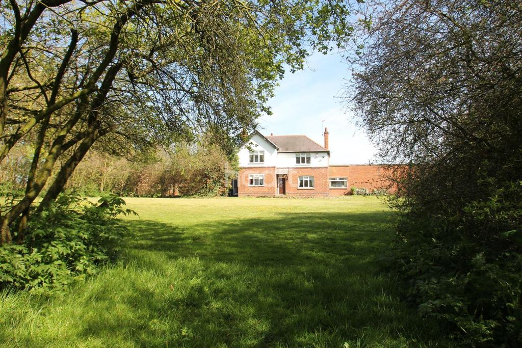 3 Bedrooms Detached House for sale in Barkstone Lane, Bottesford