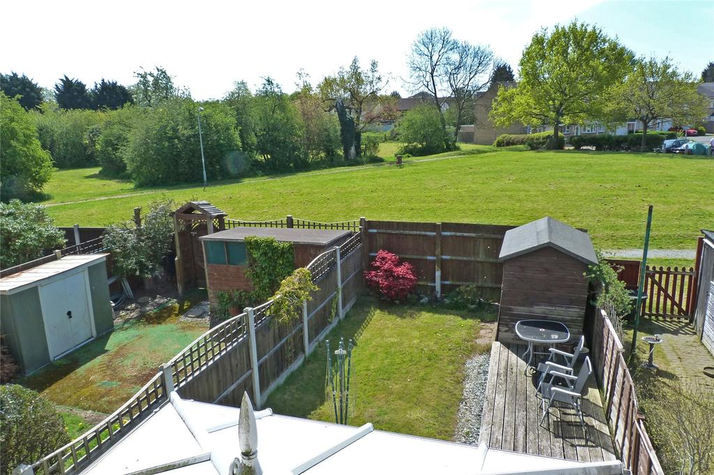 3 Bedrooms End Of Terrace House for sale in Latimer Drive, Steeple View, Essex, SS15
