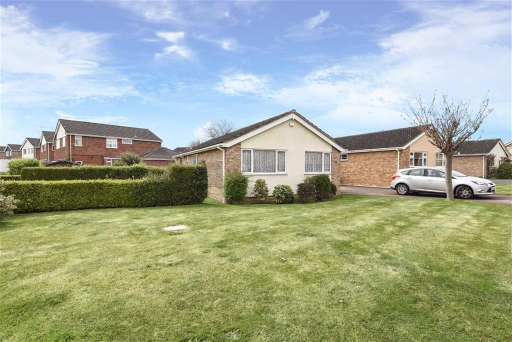 3 Bedrooms Bungalow for sale in Scafell Close, Scafell Close, Taunton, Somerset, TA1