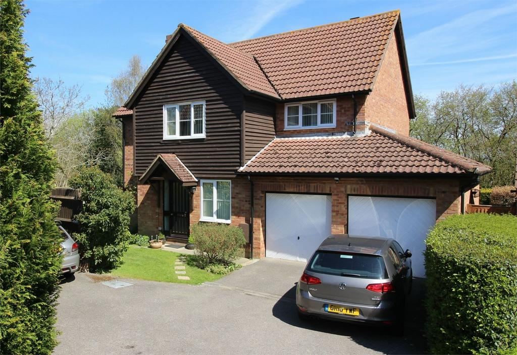 5 Bedrooms Detached House for sale in Castle Rise, Ridgewood, Uckfield, East Sussex