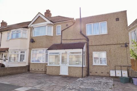 Flat to rent - Cobham Avenue New Malden