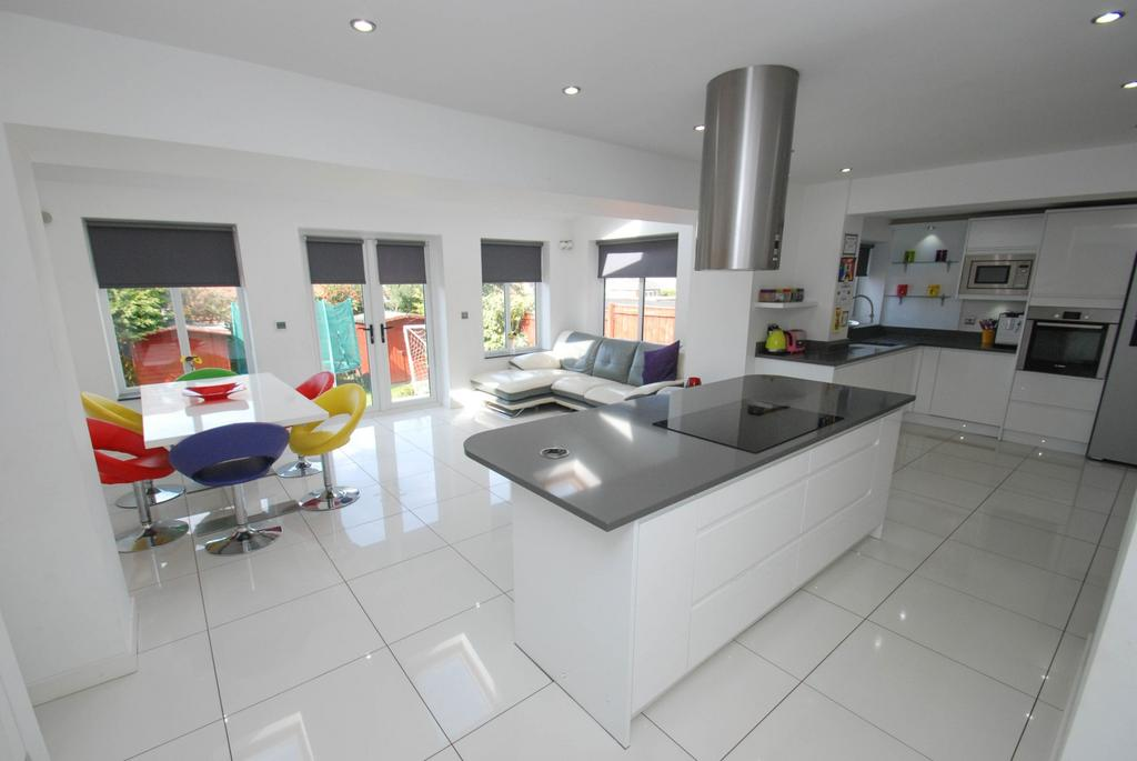 3 Bedrooms Semi Detached House for sale in Lumley Avenue, South Shields
