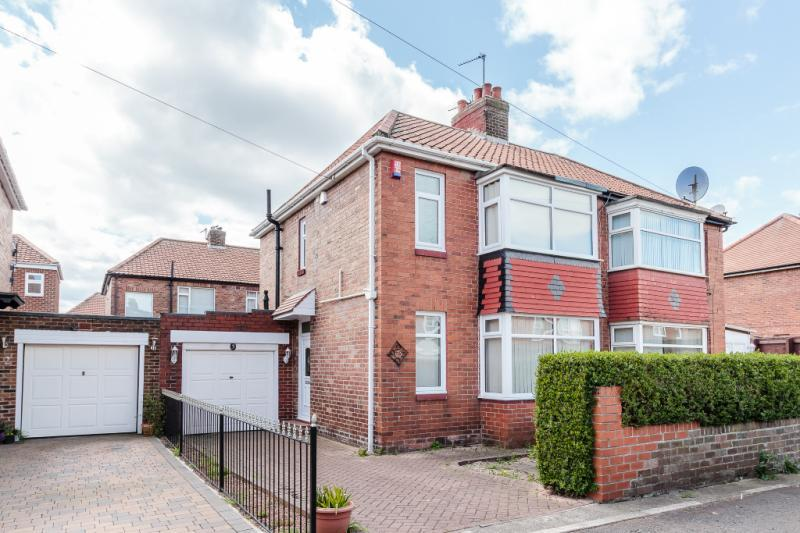2 Bedrooms Semi Detached House for sale in Radcliffe Place, North Fenham, Newcastle Upon Tyne, Tyne And Wear
