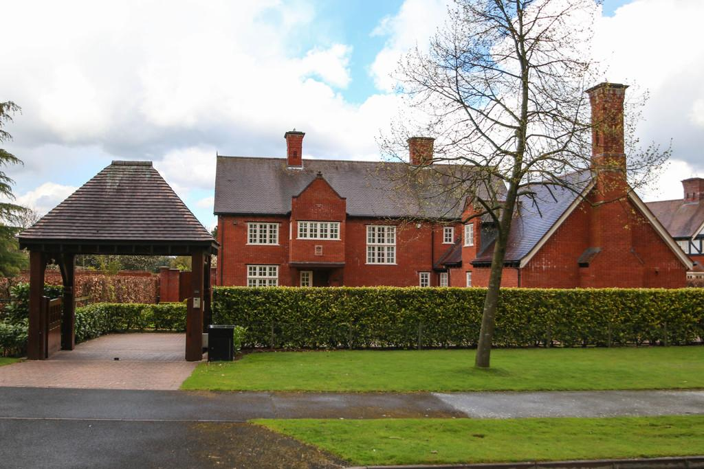 5 Bedrooms Detached House for sale in St. Marys Drive, Whitegate