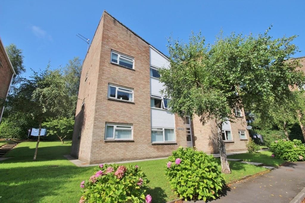 2 Bedrooms Ground Flat for sale in Woodside Court, Lisvane, Cardiff