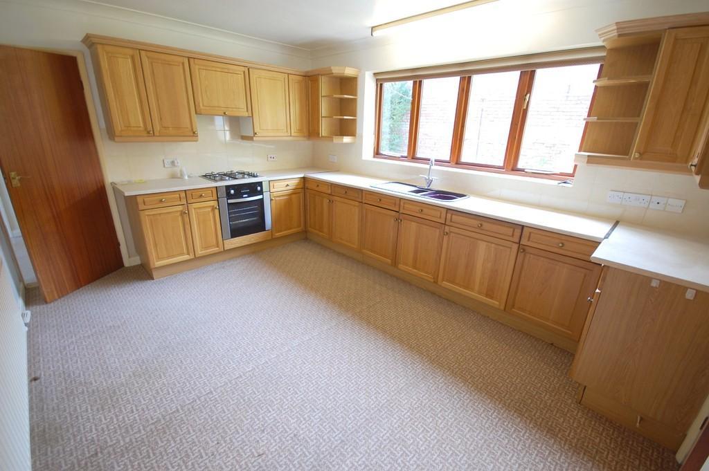 2 Bedrooms Detached Bungalow for sale in Manor Drive, Binbrook