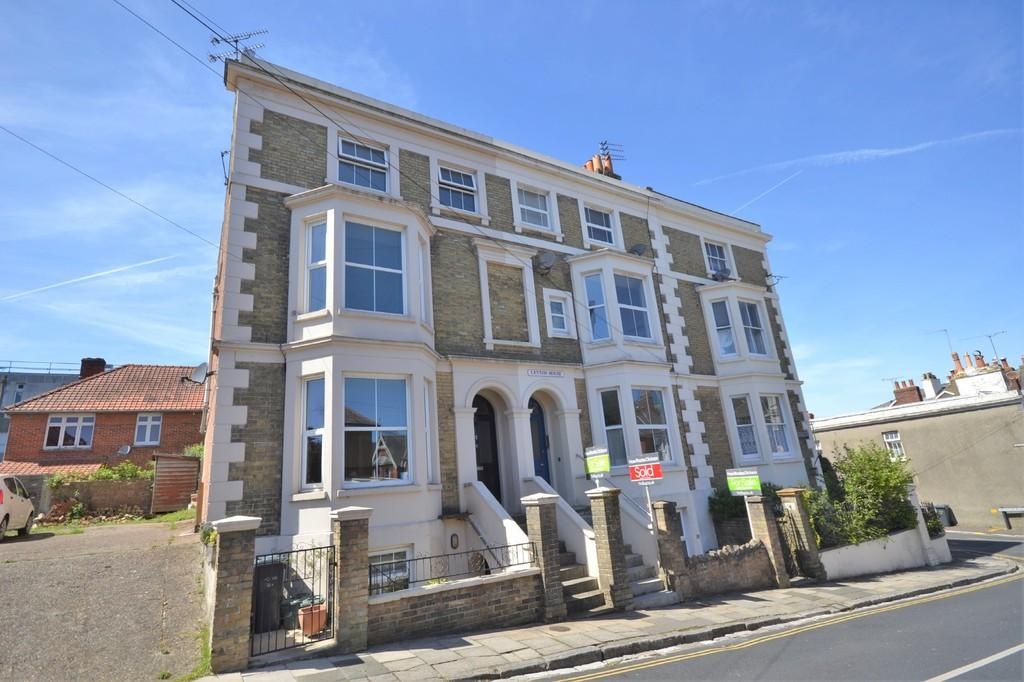 3 Bedrooms Town House for sale in St. Thomas Street, Ryde