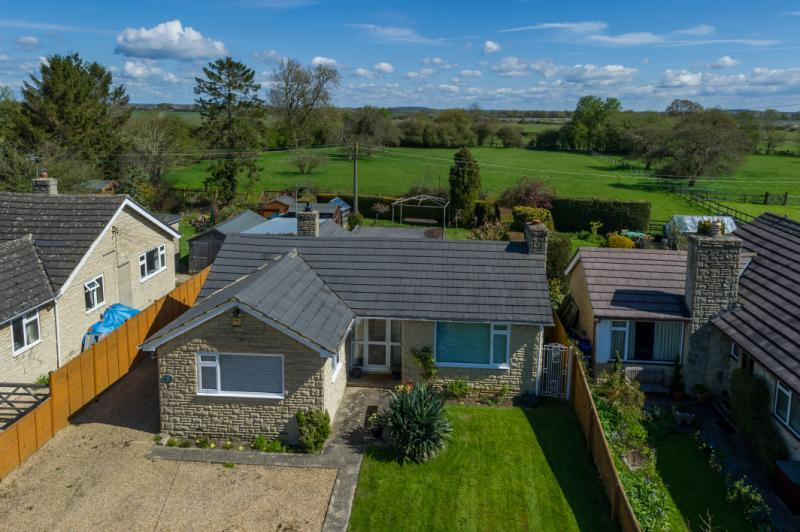 3 Bedrooms Detached Bungalow for sale in Fernleigh, Noke, Oxford, Oxfordshire