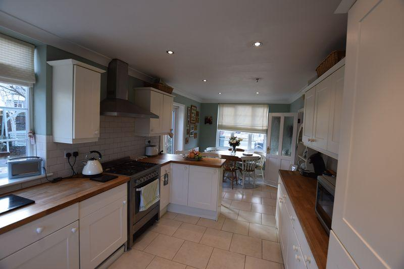 4 Bedrooms Semi Detached House for sale in Welton Road, Plumstead/Welling Borders