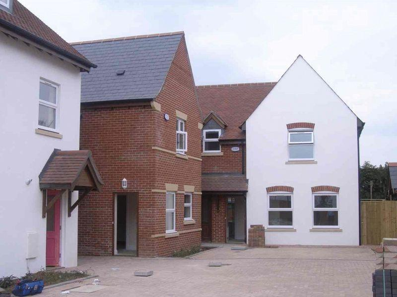 2 Bedrooms Apartment Flat for rent in Barrows Mews, Ringwood