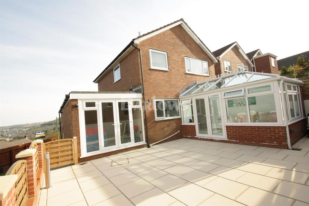 3 Bedrooms Detached House for sale in Oaks Court, Abersychan