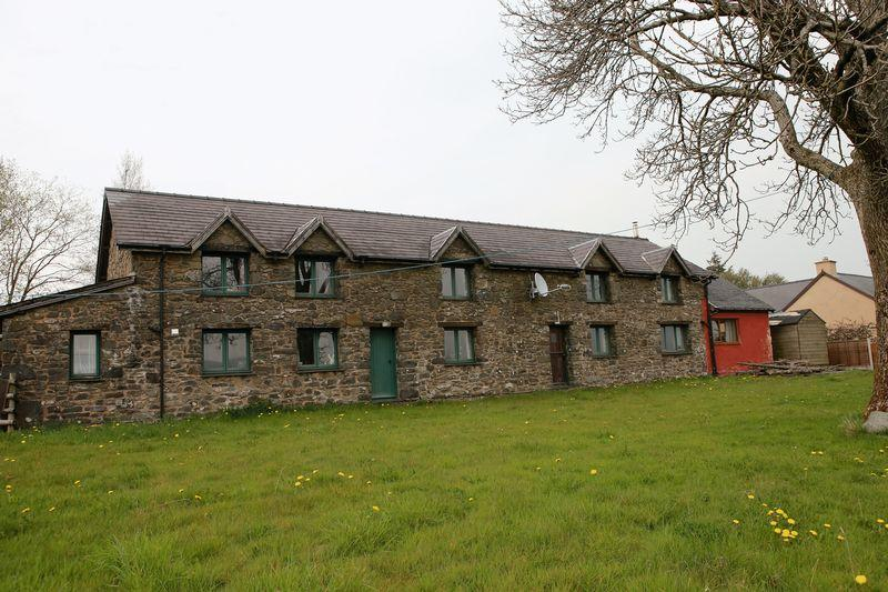 3 Bedrooms Barn Character Property for sale in Cefn Coch, Welshpool