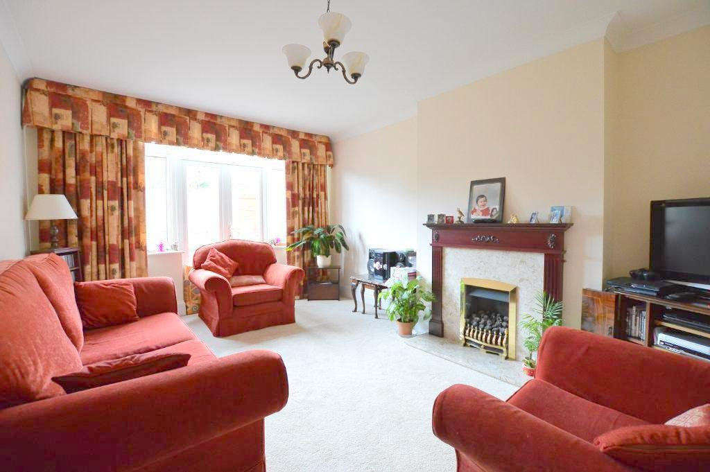 4 Bedrooms Semi Detached House for sale in Cutenhoe Road, South Luton, Luton, LU1 3NJ