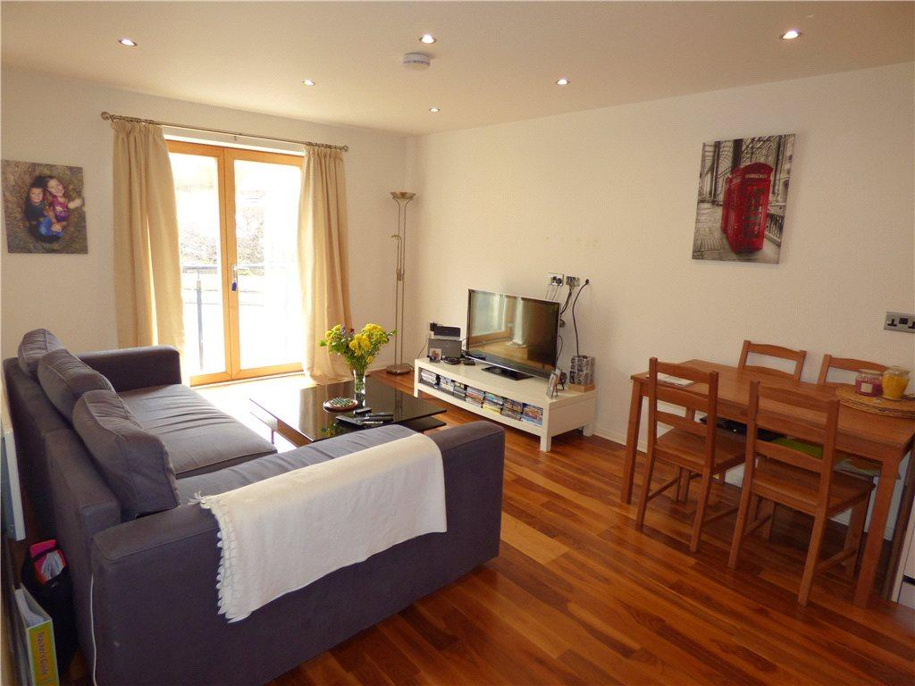 2 Bedrooms Apartment Flat for sale in The Rowans, The Green, Bingley, West Yorkshire