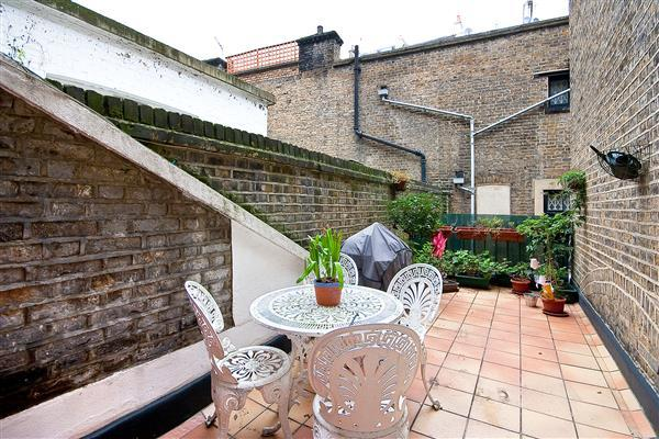 2 Bedrooms Flat for sale in SOUTHWELL GARDENS, SOUTH KENSINGTON, SW7