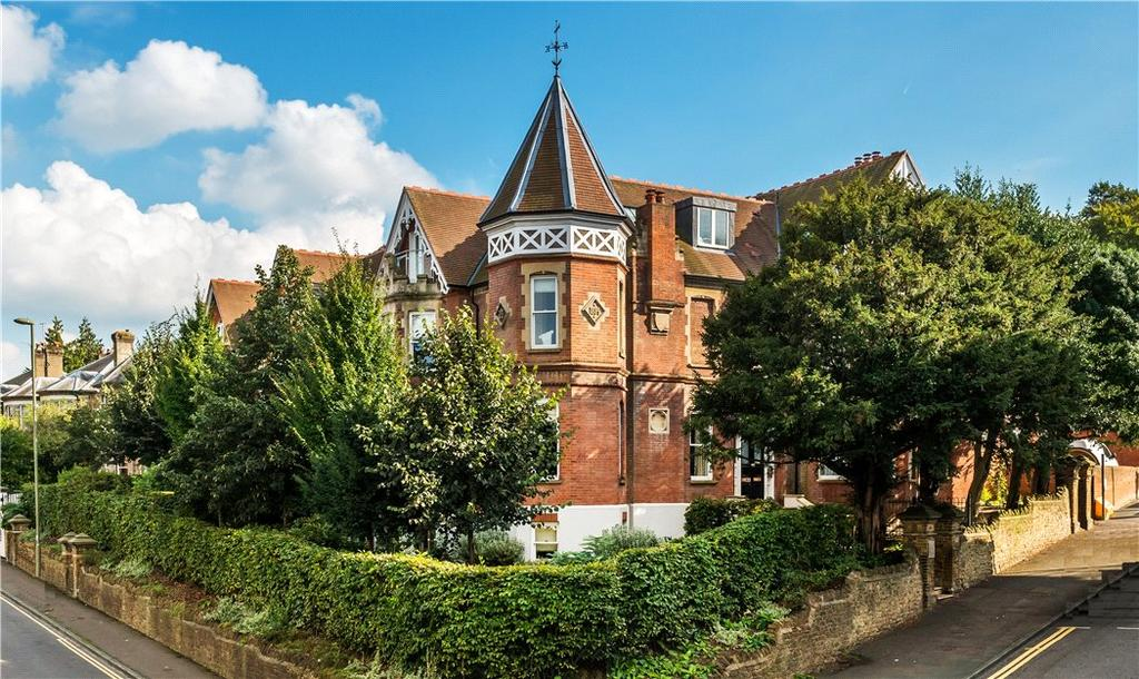 3 Bedrooms Flat for sale in Turret House, 1 Jenner Road, Guildford, Surrey, GU1