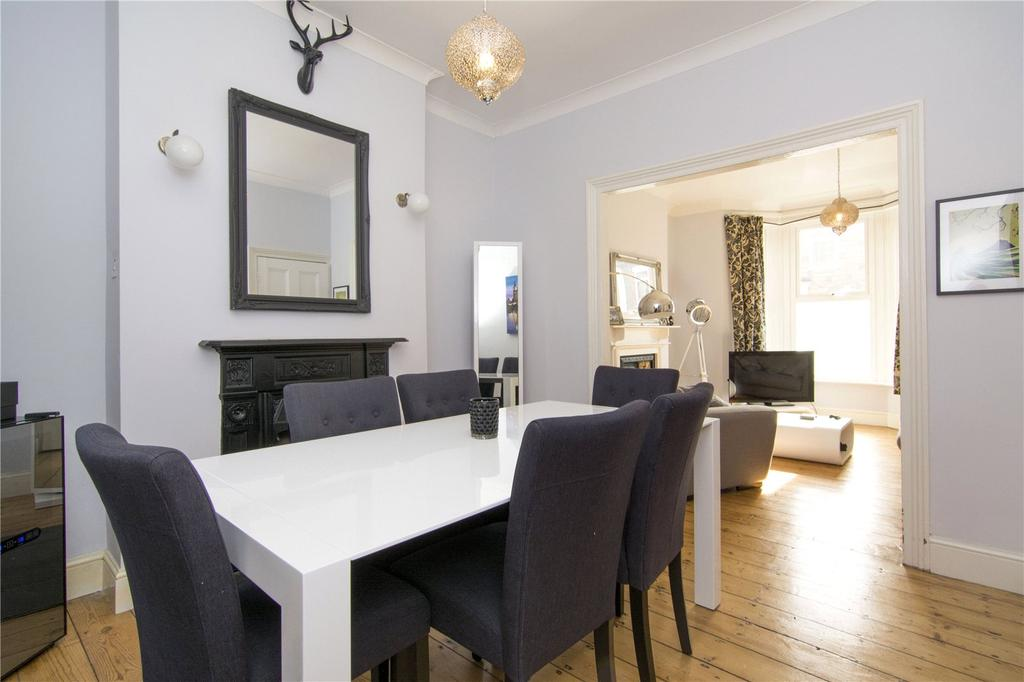 3 Bedrooms Terraced House for sale in Warwick Road, Stratford, London, E15