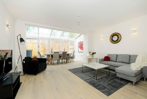 3 Bedrooms Terraced House for sale in St Leonards Road, Windsor