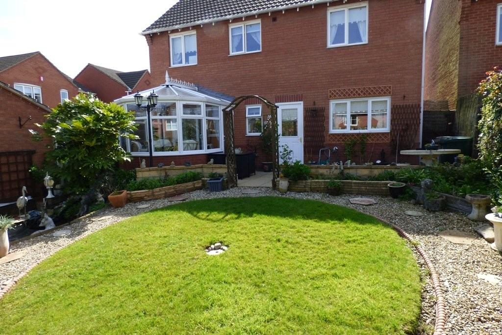 4 Bedrooms Detached House for sale in Hunt Way, Swadlincote