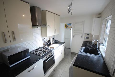 4 bedroom terraced house to rent - Wilton Grove, Leeds
