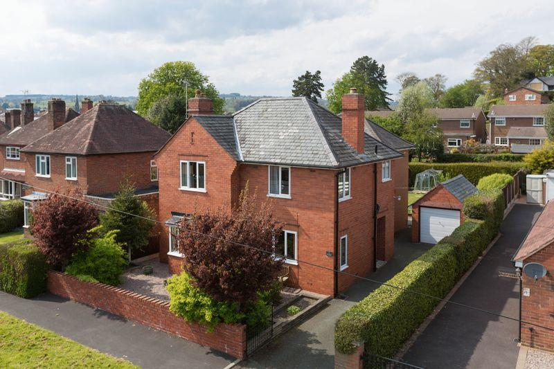 3 Bedrooms Detached House for sale in Ardmillan Close, Oswestry