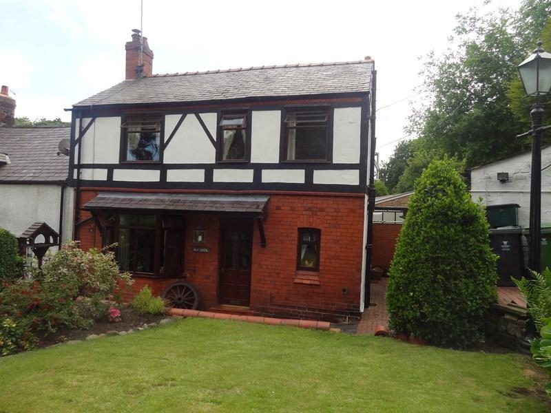 3 Bedrooms Semi Detached House for sale in Y Ddol, Bersham, LL14 4HN
