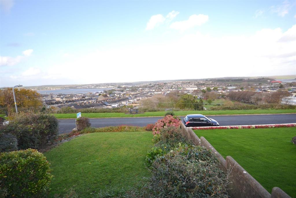 4 Bedrooms Semi Detached House for sale in Park View Crescent, Pembroke Dock