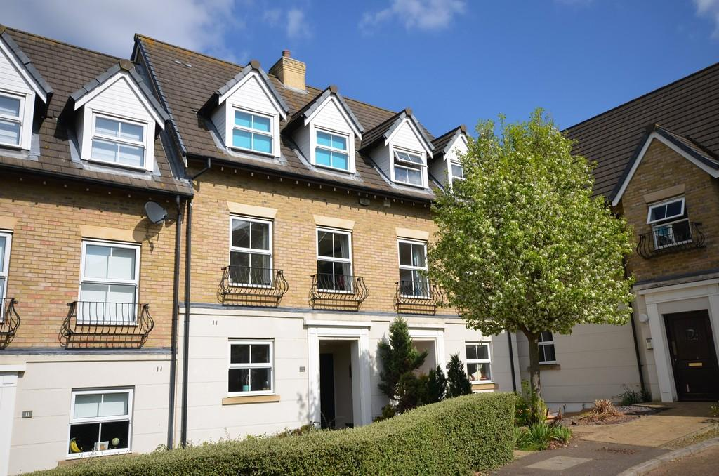 3 Bedrooms Town House for sale in Sandmartin Crescent, Lakelands, Stanway, West Colchester