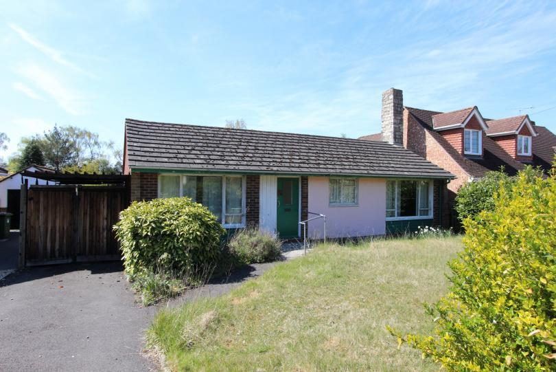 3 Bedrooms Detached Bungalow for sale in Hiltingbury Road, Hiltingbury, Chandlers Ford
