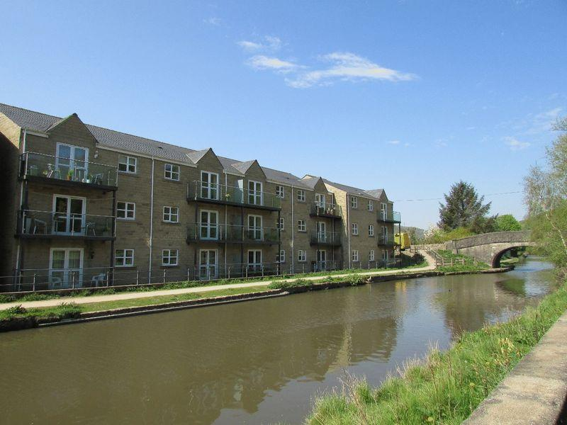 2 Bedrooms Apartment Flat for sale in Longfellow Court, Mytholmroyd