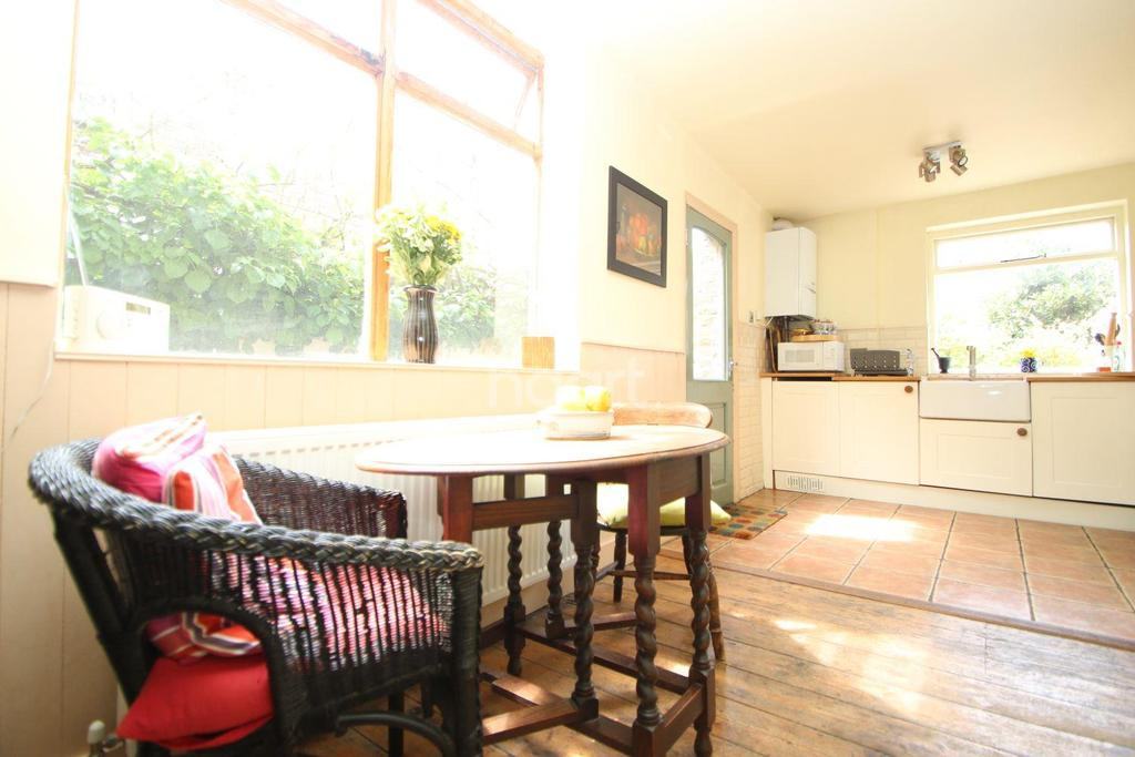 3 Bedrooms Terraced House for sale in Woodford Road, Forest Gate, E7