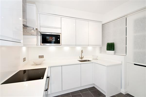 1 Bedroom Flat for sale in BROMPTON ROAD, KNIGHTSBRIDGE, SW3