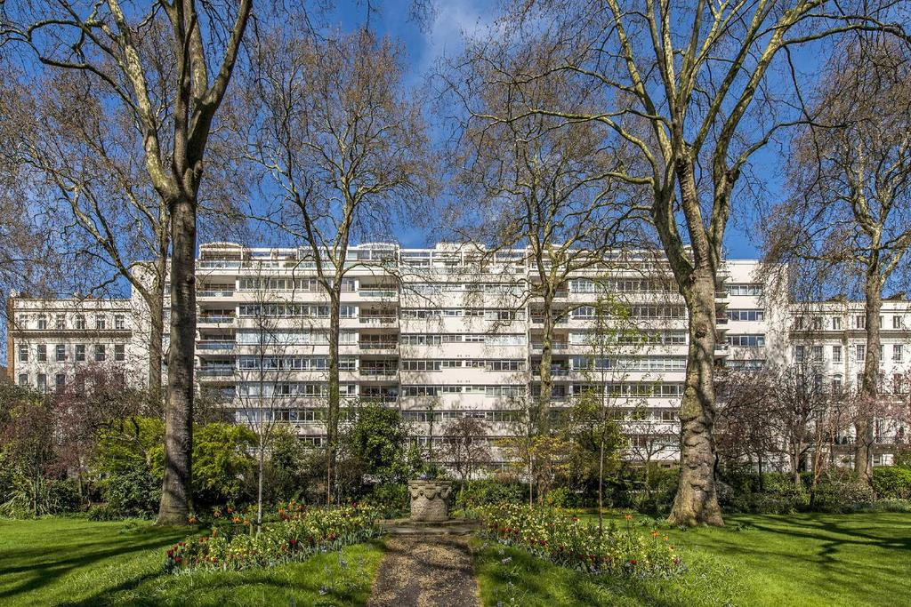 3 Bedrooms Flat for sale in Gloucester Square, Hyde Park Estate