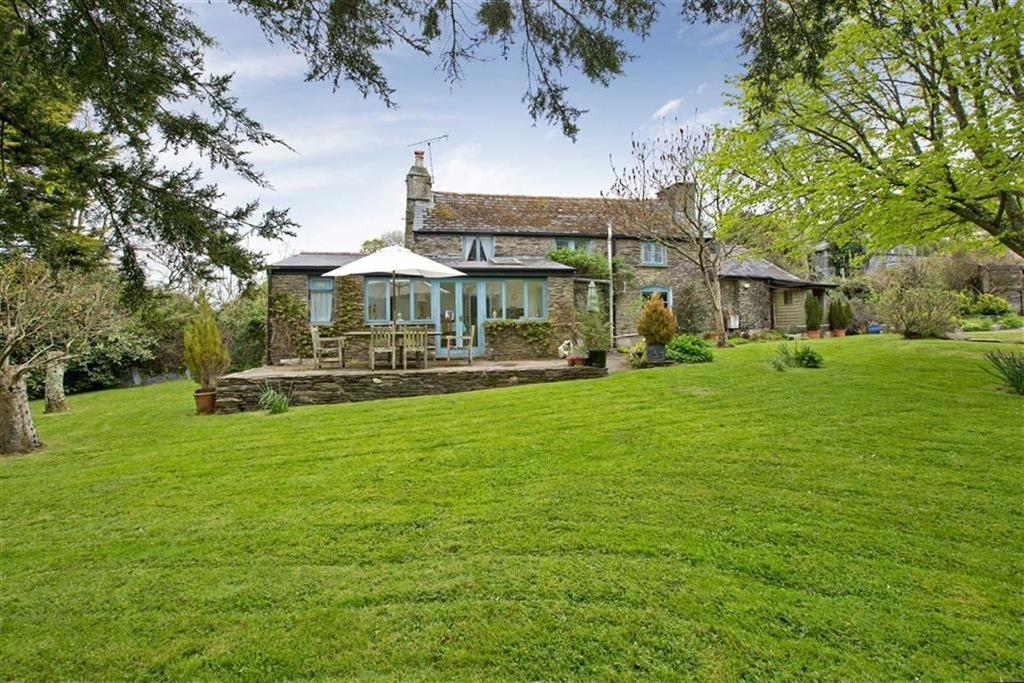 3 Bedrooms Detached House for sale in Washbourne, Totnes, Devon, TQ9