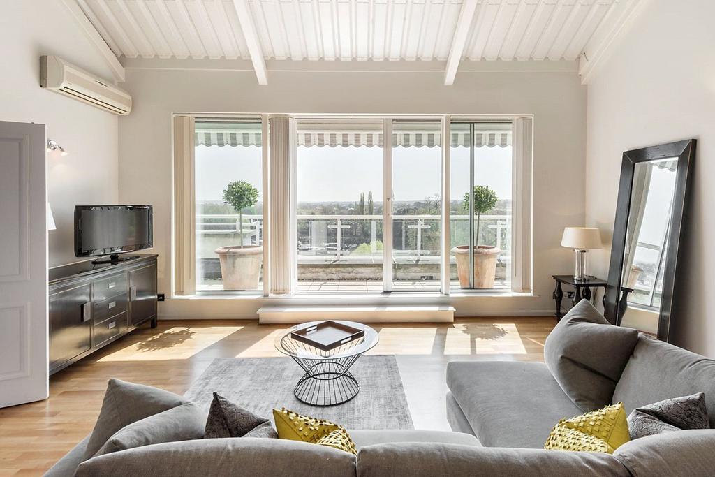 3 Bedrooms Flat for sale in Regatta Point, 38 Kew Bridge Road, Brentford
