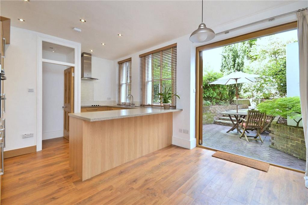 3 Bedrooms Flat for sale in Pilgrims Lane, Hampstead, London, NW3
