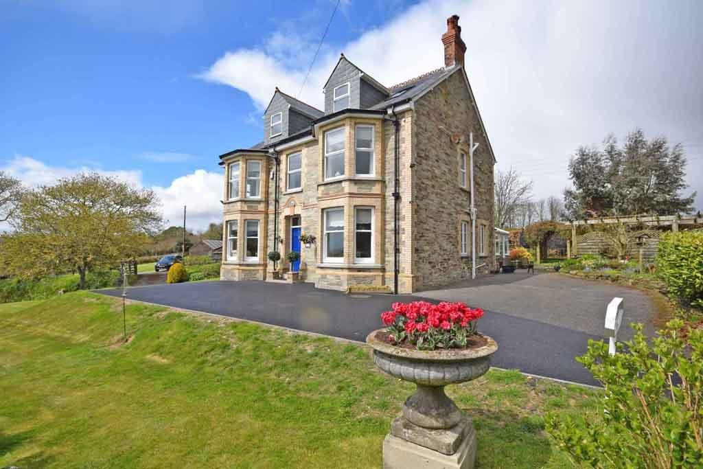 5 Bedrooms Detached House for sale in Lostwithiel, Cornwall, PL22